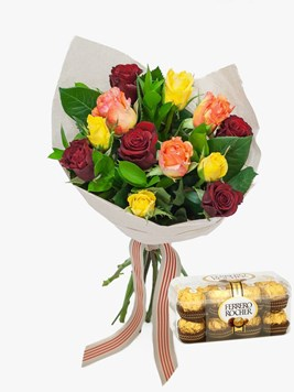 Bouquets: Perfect Mixed Rose Bouquet with Ferrero Rocher